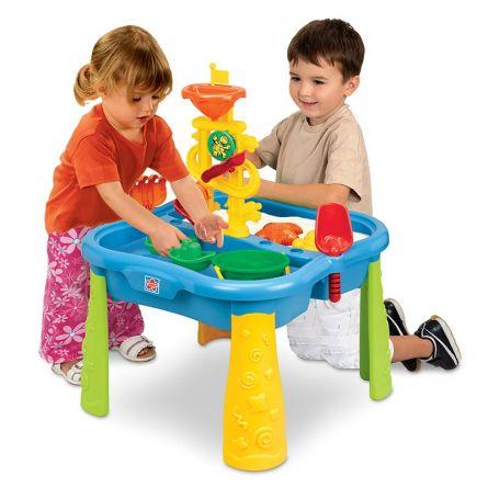 Table de jeu avec sable et eau